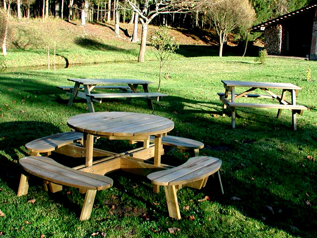 garden-wood-tables